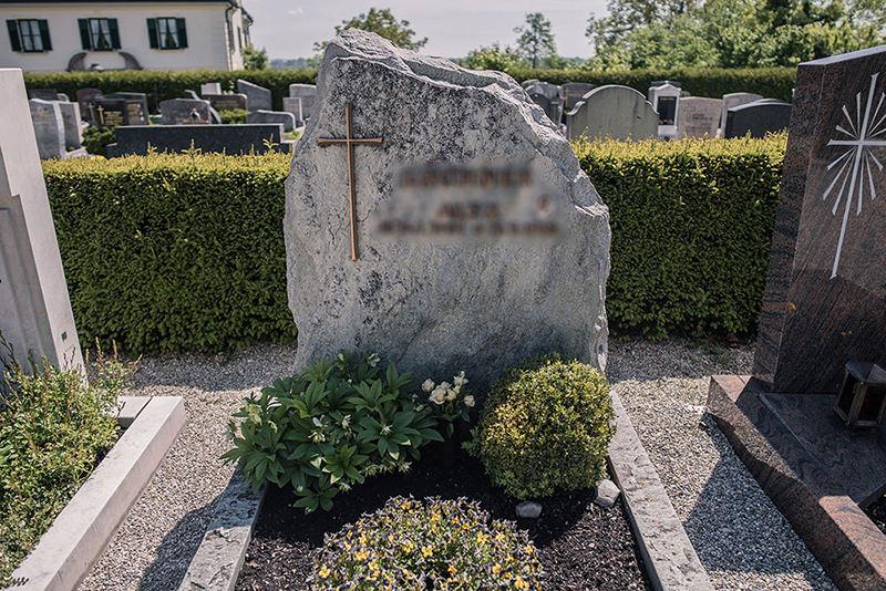 Franke Naturstein - Grabdenkmäler 16