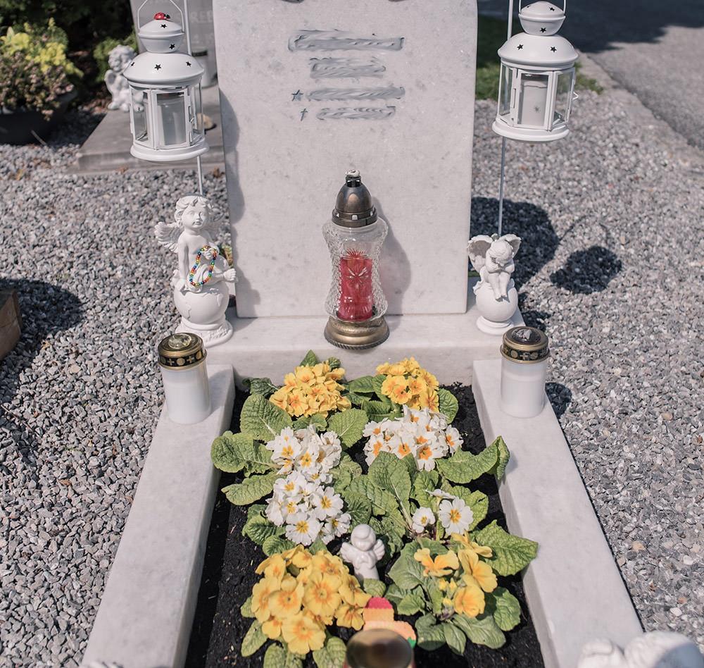 Franke Naturstein Grabpflege