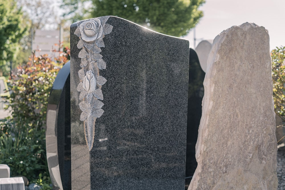 Franke Naturstein - Grabdenkmal 1