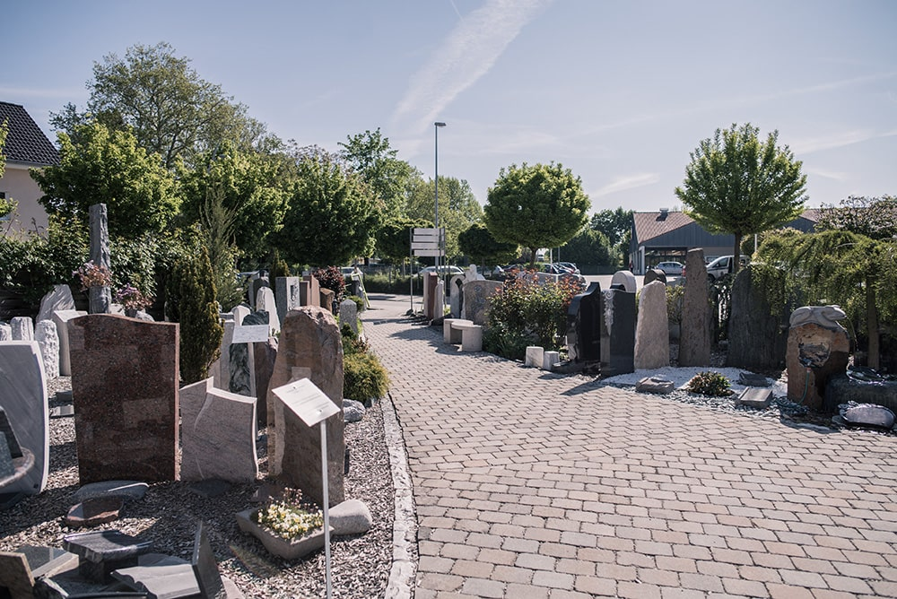 Grabdenkmäler bei Franke Rott