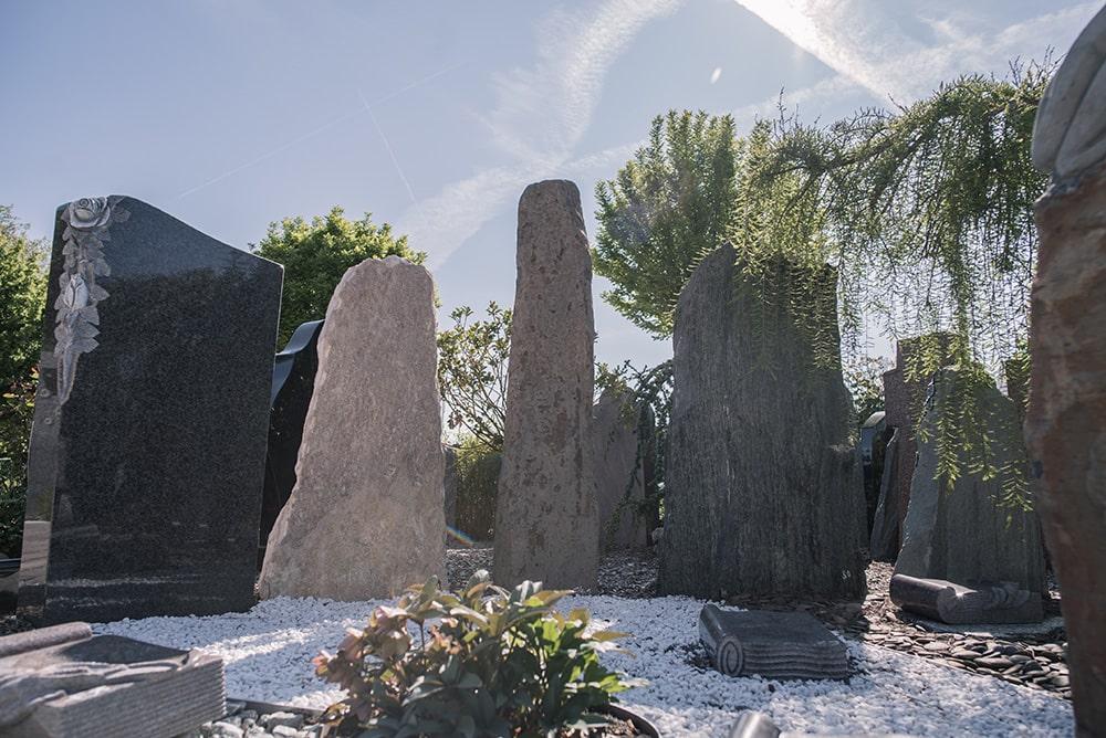 Grabdenkmäler in Rott bei Franke Naturstein