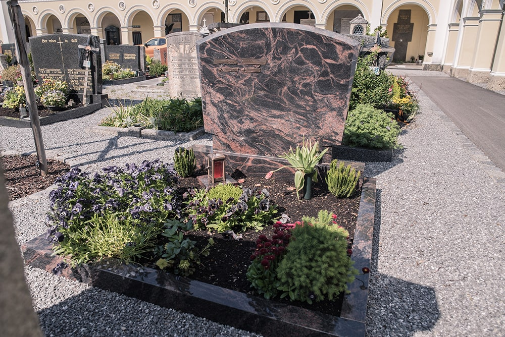 Franke Naturstein - Grabdenkmal 7