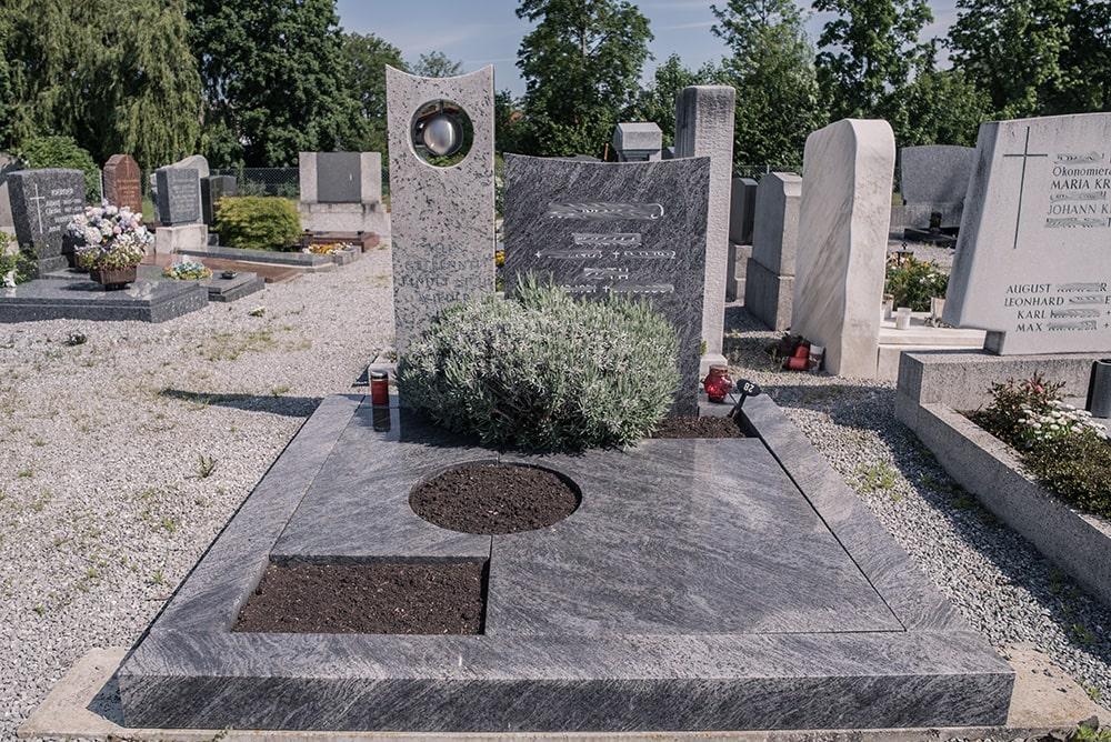 Franke Naturstein - Grabdenkmal 8