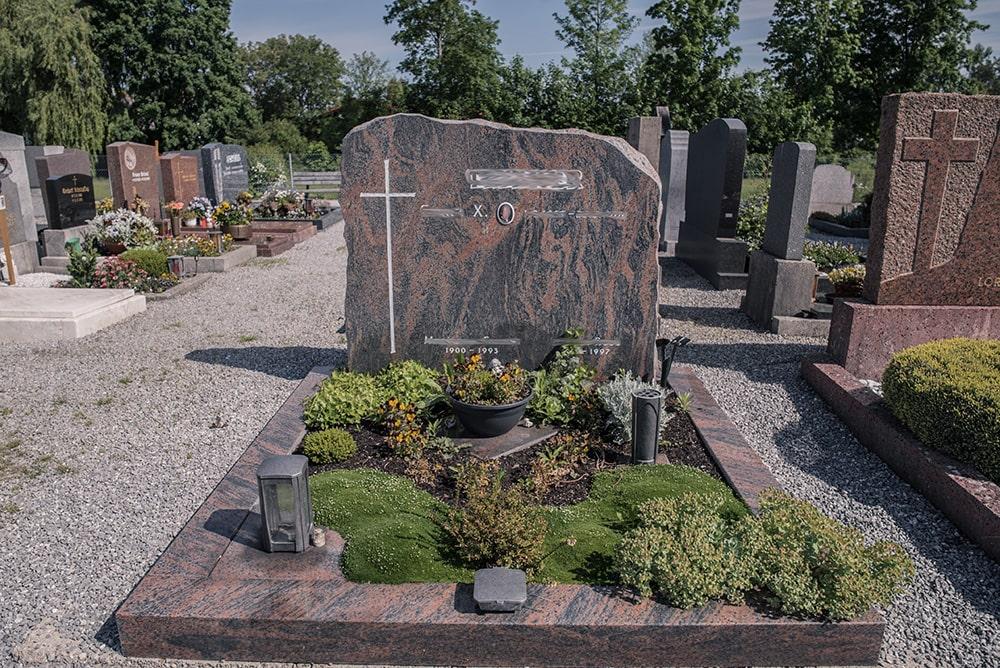 Franke Naturstein - Grabdenkmal 9