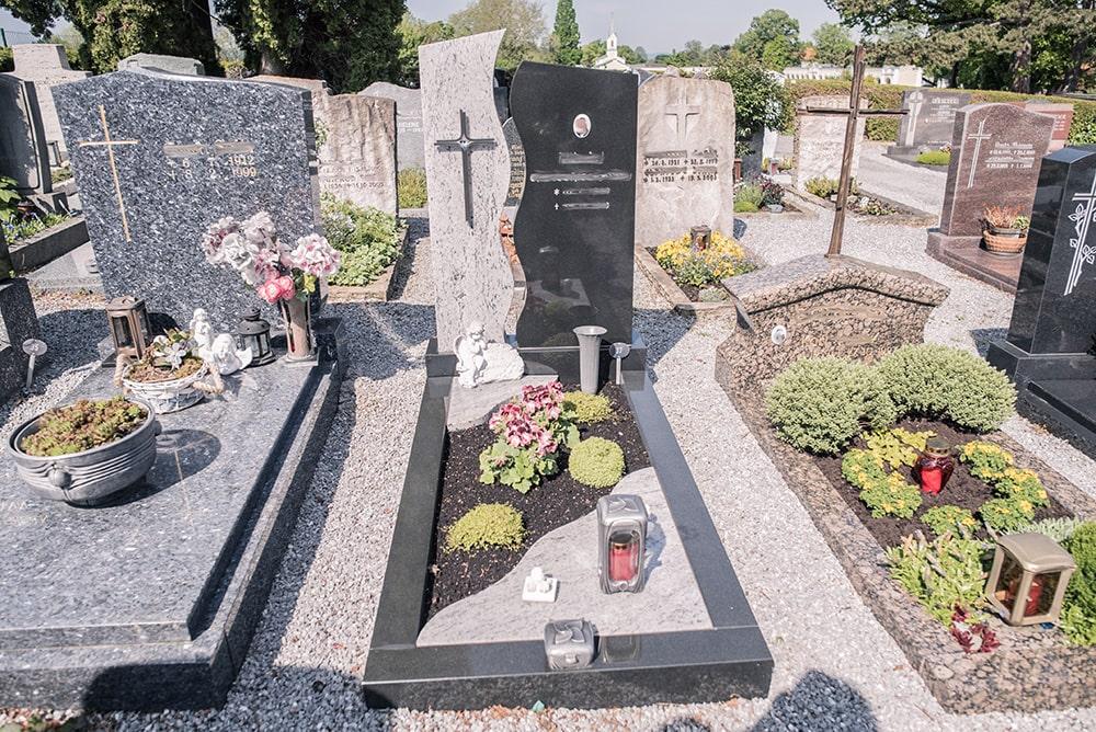 Franke Naturstein - Grabdenkmal 10