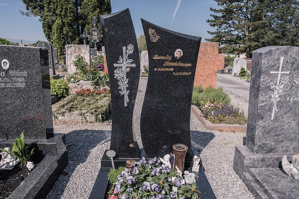 Franke Naturstein - Grabdenkmal 11