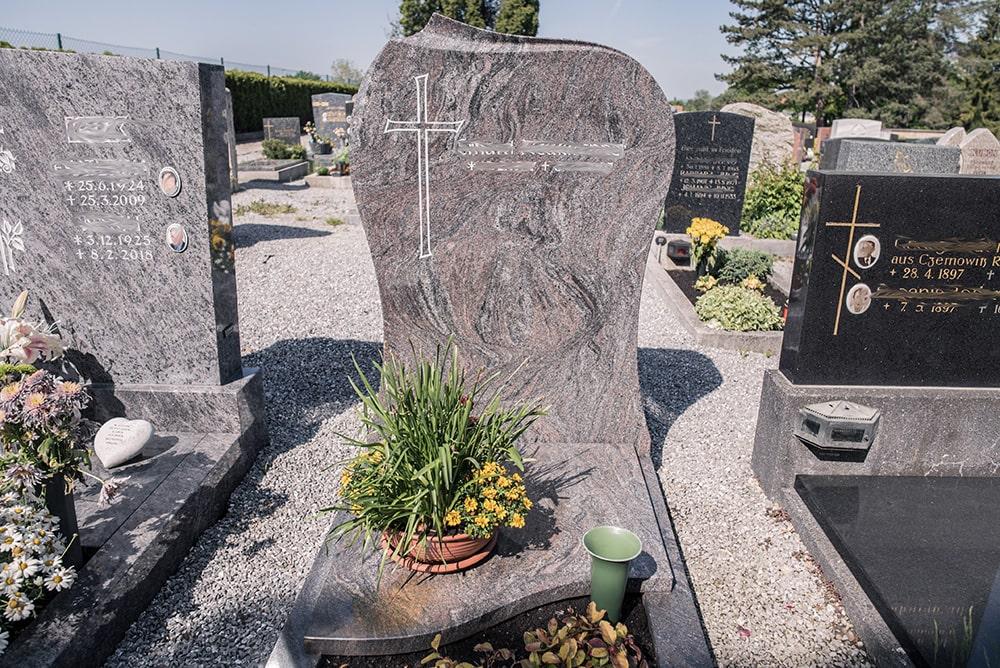 Franke Naturstein - Grabdenkmal 12
