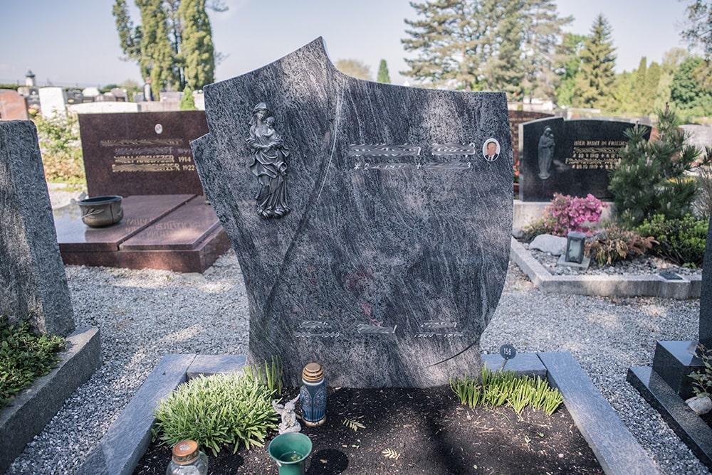 Franke Naturstein - Grabdenkmal 13