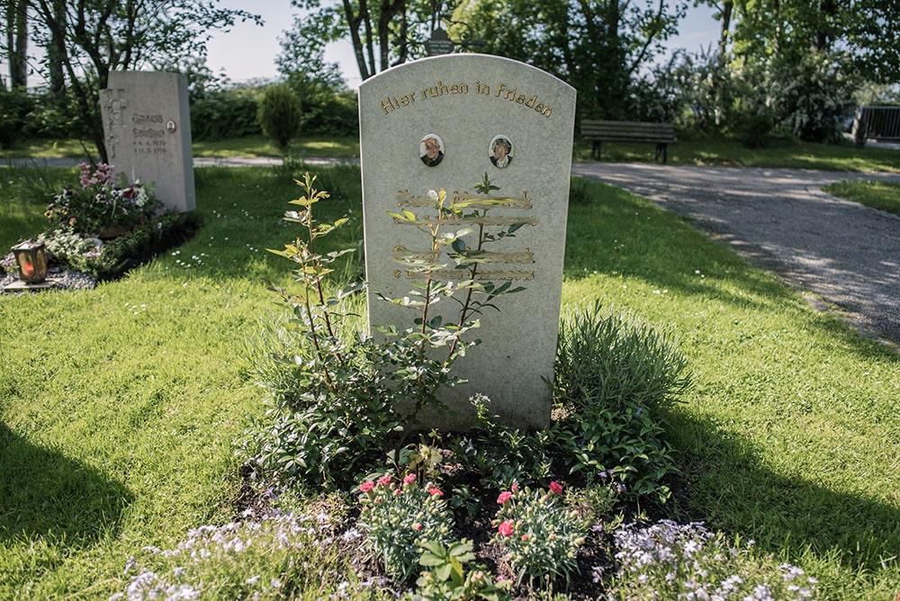 Franke Naturstein - Grabdenkmal 14