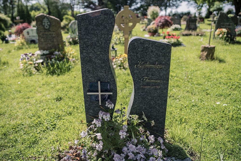 Franke Naturstein - Grabdenkmal 15