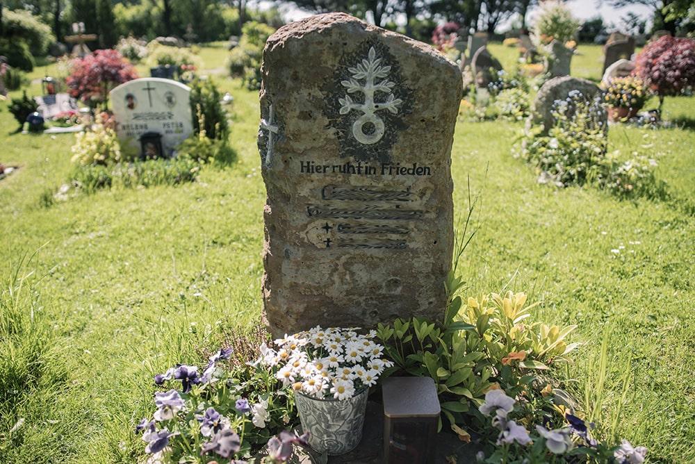 Franke Naturstein - Grabdenkmal 17