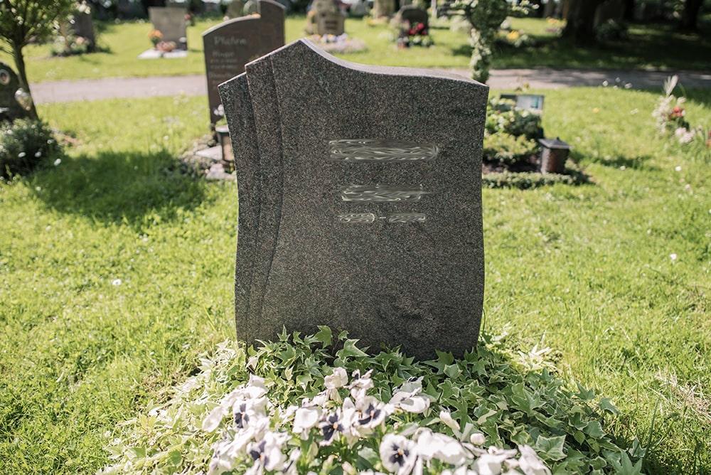Franke Naturstein - Grabdenkmal 18