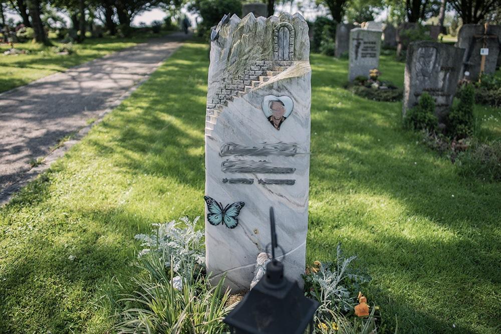 Franke Naturstein - Grabdenkmal 19