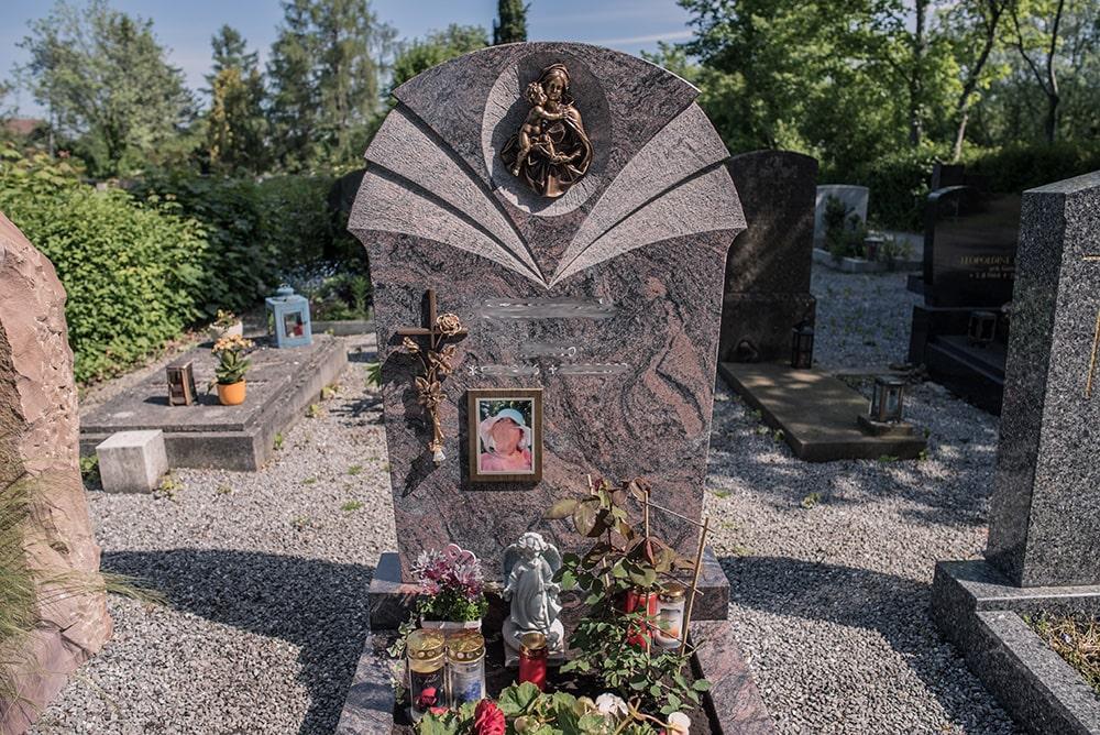 Franke Naturstein - Grabdenkmal 20