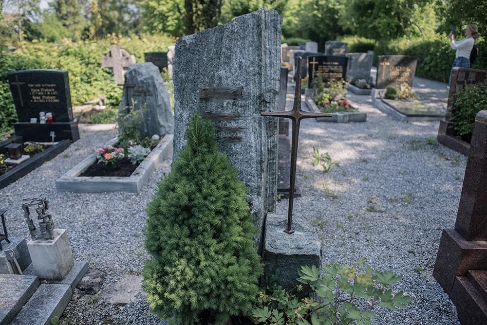 Franke Naturstein - Grabdenkmal 21