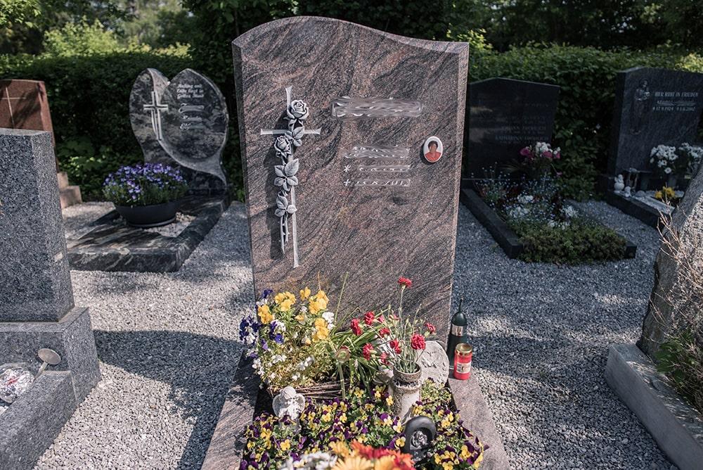 Franke Naturstein - Grabdenkmal 22
