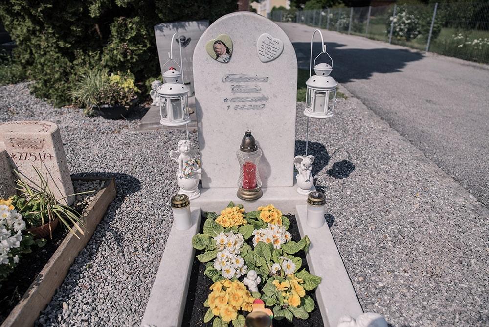 Franke Naturstein - Grabdenkmal 23