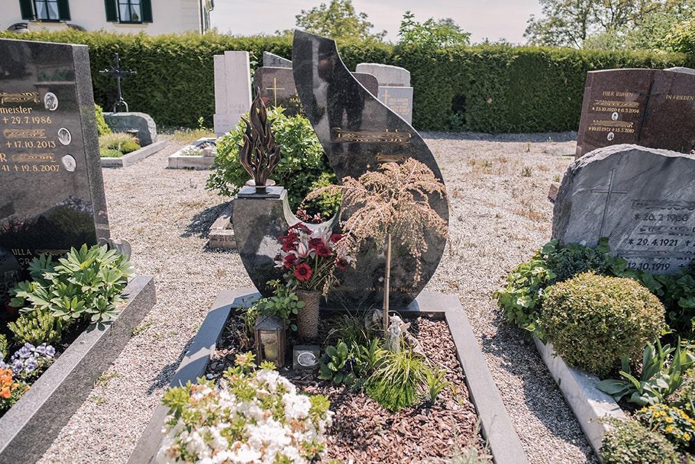 Franke Naturstein - Grabdenkmal 26
