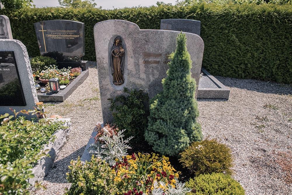 Franke Naturstein - Grabdenkmal 27