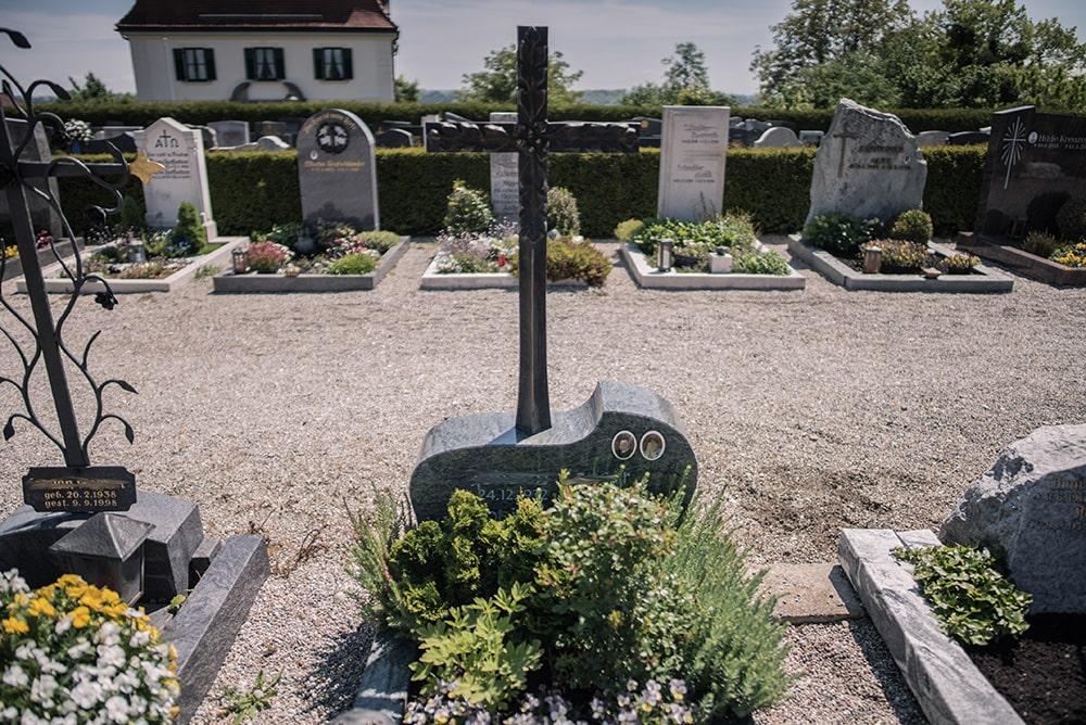 Franke Naturstein - Grabdenkmal 29