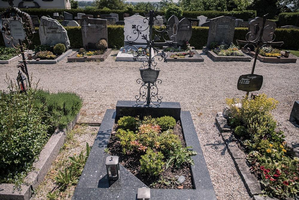 Franke Naturstein - Grabdenkmal 30