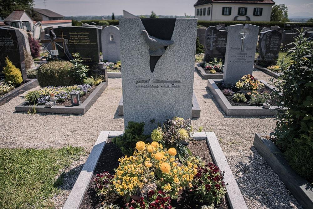 Franke Naturstein - Grabdenkmal 32