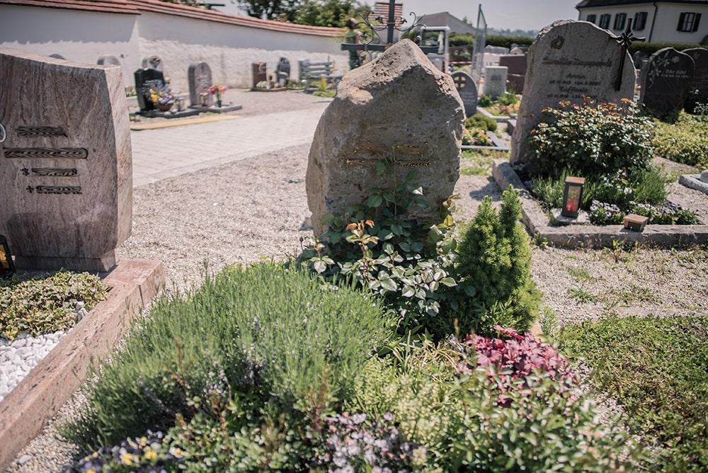 Franke Naturstein - Grabdenkmal 33