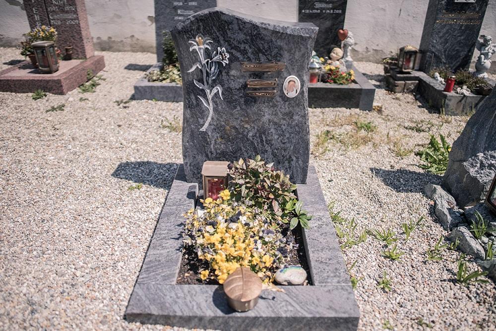 Franke Naturstein - Grabdenkmal 34