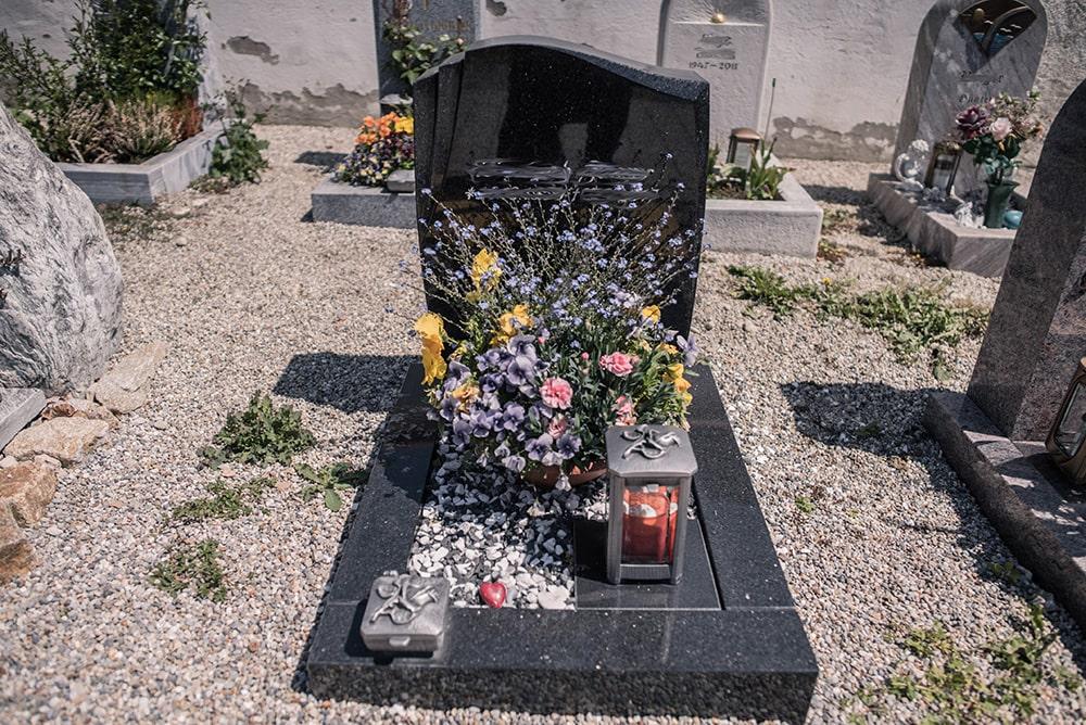 Franke Naturstein - Grabdenkmal 35