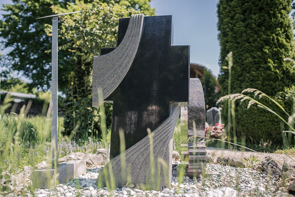 Franke Naturstein - Grabdenkmal 37