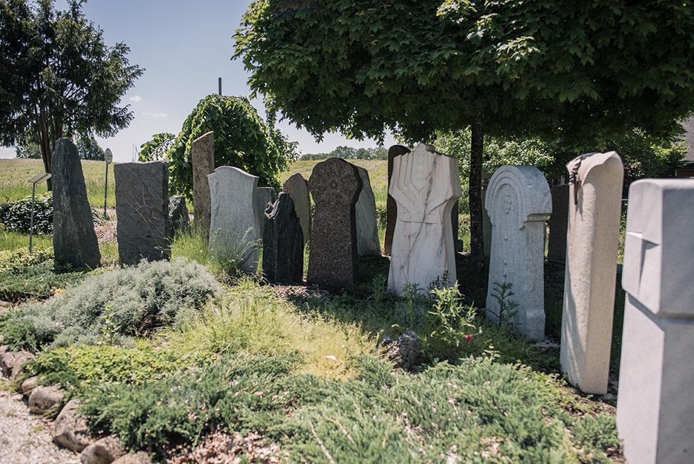 Franke Naturstein - Grabdenkmal 43