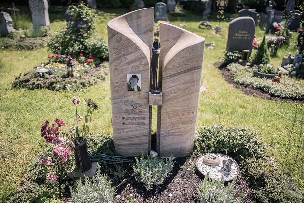 Franke Naturstein - Grabdenkmal 47