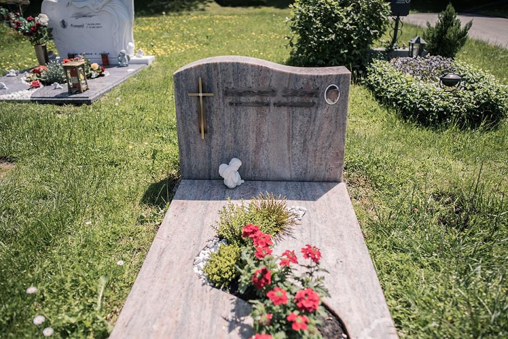 Franke Naturstein - Grabdenkmal 49