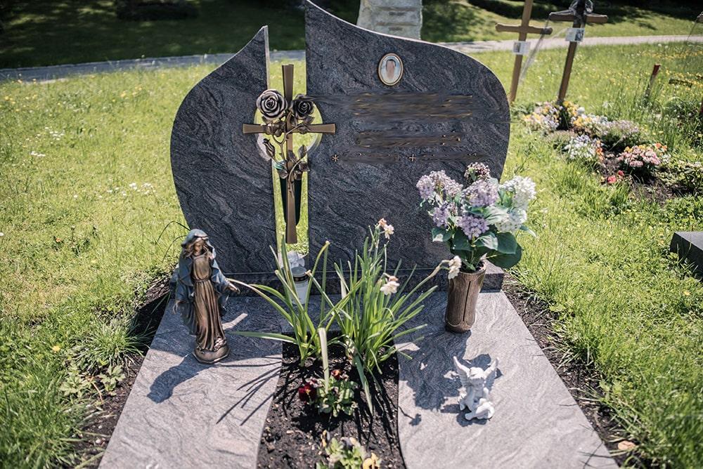 Franke Naturstein - Grabdenkmal 50