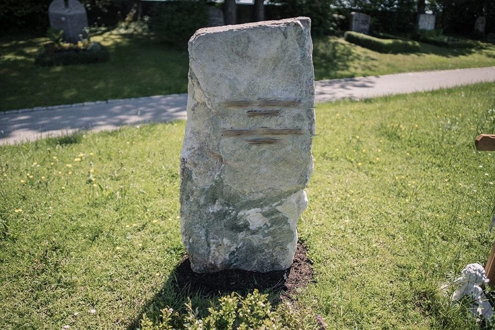 Franke Naturstein - Grabdenkmal 51