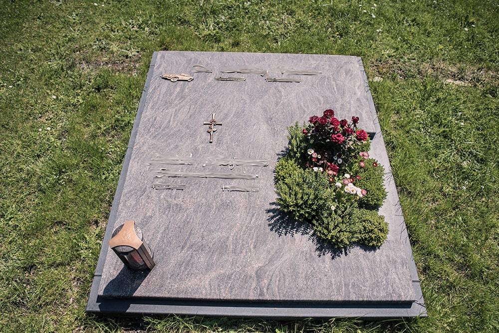 Franke Naturstein - Grabdenkmal 54