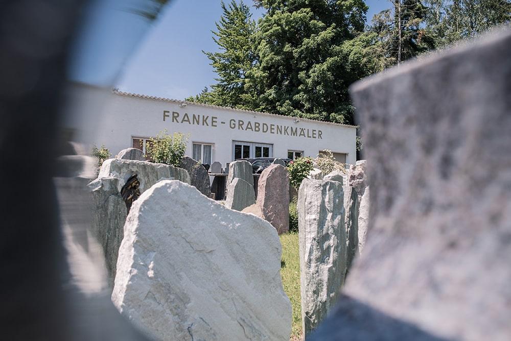 Franke Naturstein Grabdenkmäler Ausstellung