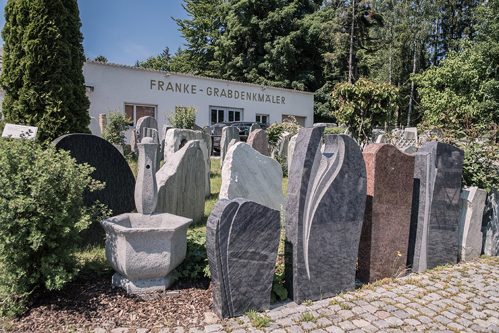 Franke Naturstein Grabdenkmäler Ausstellung Rott