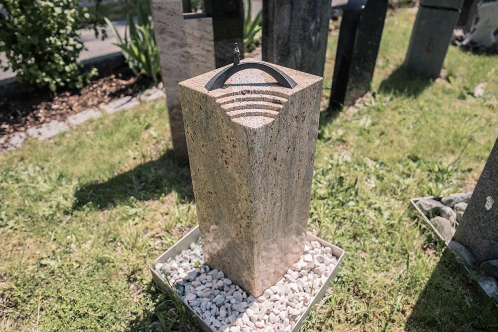 Franke Naturstein - Grabdenkmal 55