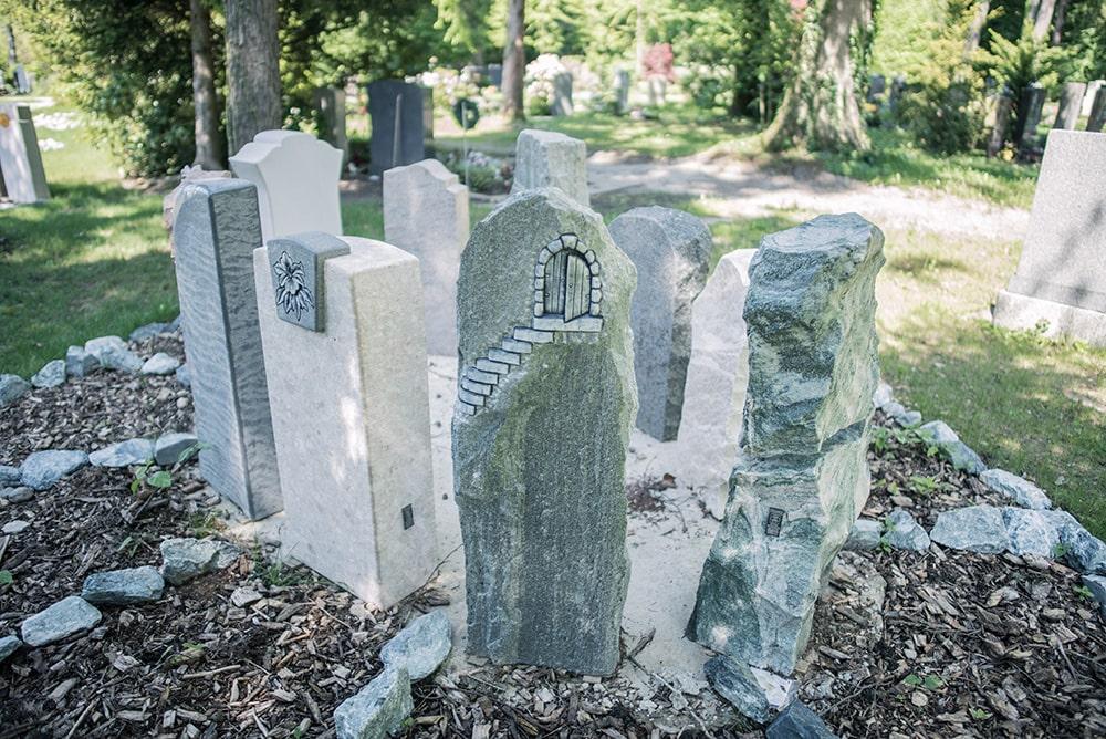 Grabmale für Bruckmühl von Franke Naturstein