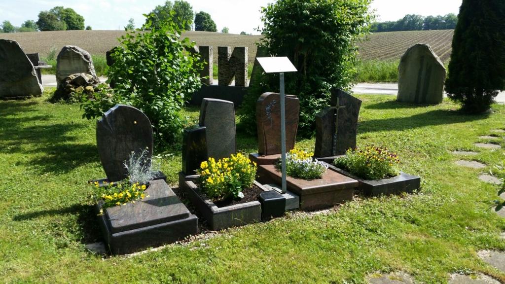 Franke Naturstein - Ihr Steinmetz für Grabsteine in Dorfen