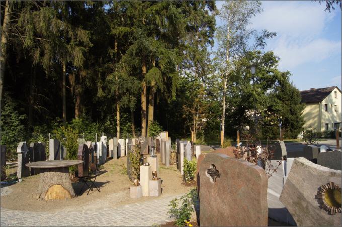 Steinmetzbetrieb Franke Naturstein gestaltet Grabsteine auch für Dorfen
