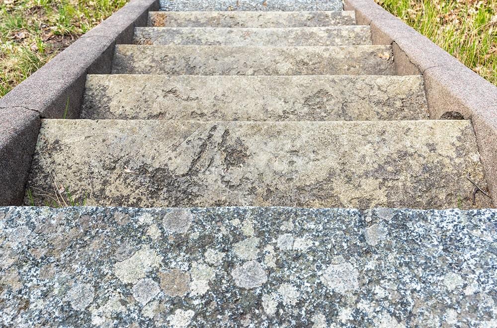 Treppe von Franke Naturstein - Ihr Ansprechpartner für Grabsteine in Dorfen