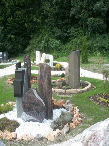 Urnen-Monumente von Franke Naturstein - Ihr Ansprechpartner für Grabsteine in Dorfen